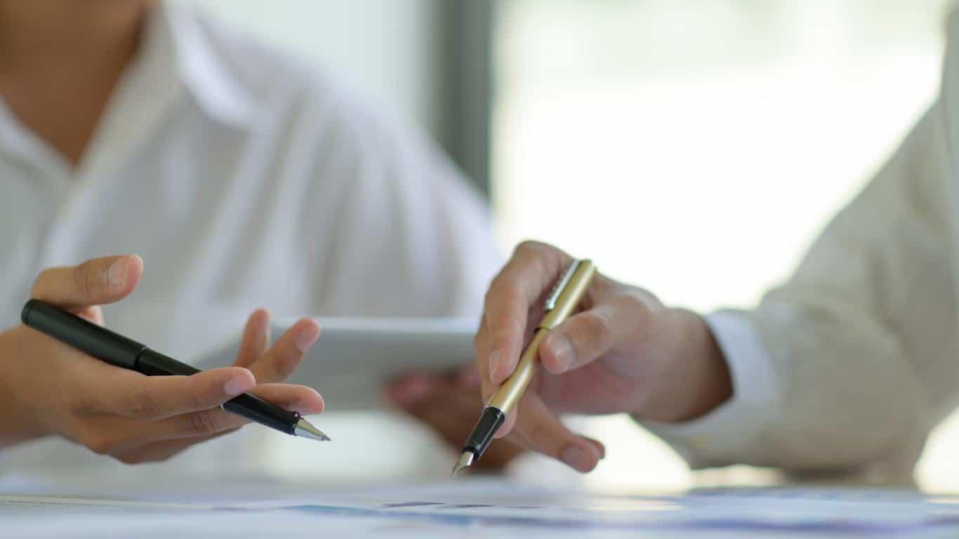 negociar, 4 maneiras de negociar suas dívidas e limpar seu nome