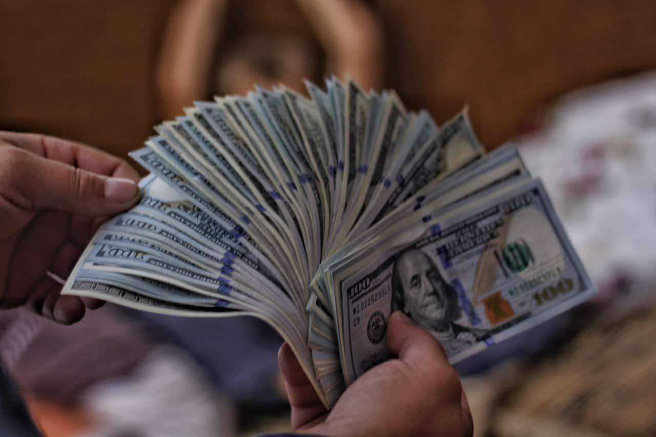 Empréstimo com agiota – conheça os riscos e por que não fazer