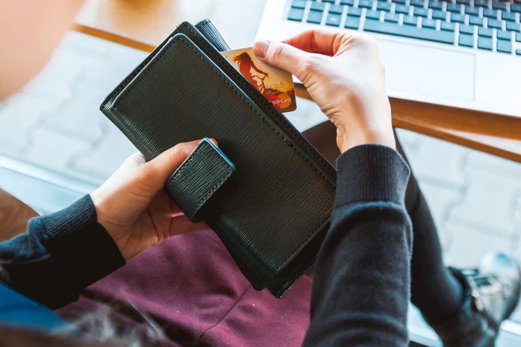 Usar um cartão de crédito